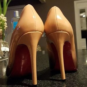 NWOT Christian Louboutin pumps